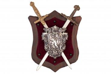 Panoply mit Wappen und 2 Schwertern