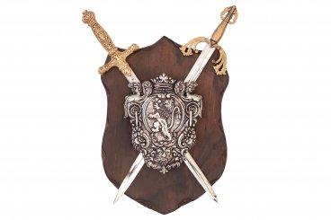 Panoplia con escudo de armas y 2 espadas