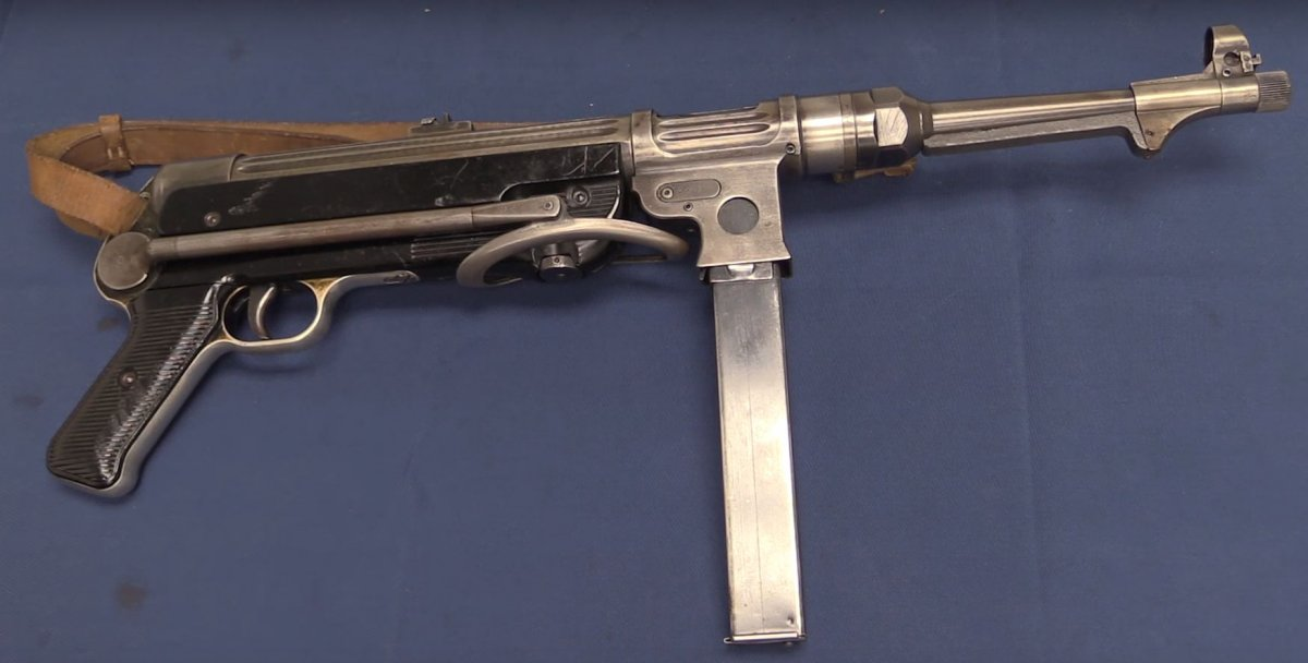 MP-38. Modelo predecesor del subfusil MP-40.